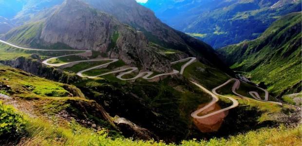 Cele mai frumoase drumuri din lume trebuie sa fie provocatoare, sa aiba un traseu complex, extrem de putin trafic si, evident, privelisti care iti taie respiratia. Potrivit acestora, cele mai […]