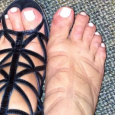 Sandalele de tip gladiator pot fi foarte fashion, si asta fara niciun efort din partea ta, insa pot sa aiba efecte negative asupra picioarelor tale dar si a gleznelor. Sandalele […]